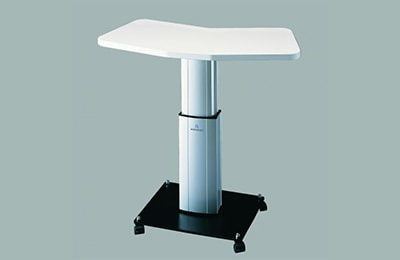 stolik okulistyczny na kółkach